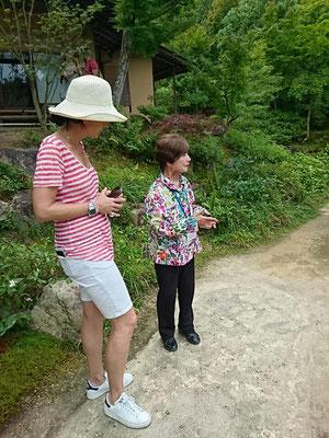 依水園、英語ボランティアガイドさん