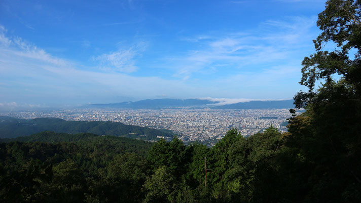 「大文字山頂」から京都タワー方面