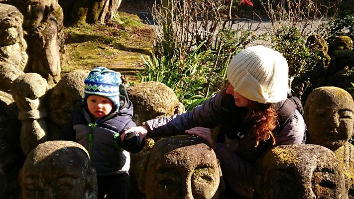 Otagi Nenbutsu-ji Temple, 1200 stone Arhat statues,  a cute baby !