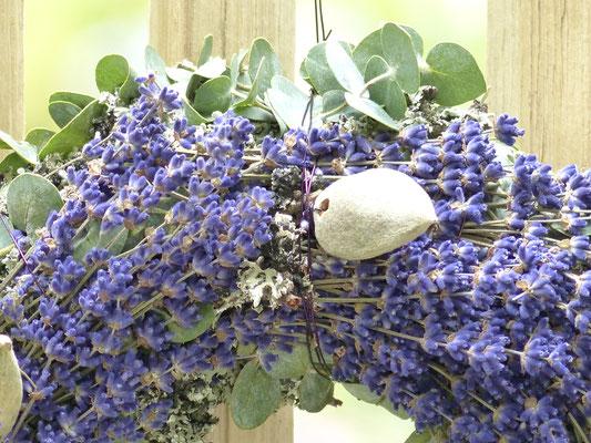 Lavendelkranz mit Mandeln