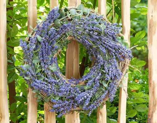 Weinrebenkranz mit Eucalyptus und Lavendel