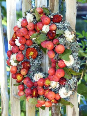 Apfelkranz mit Strohblumen