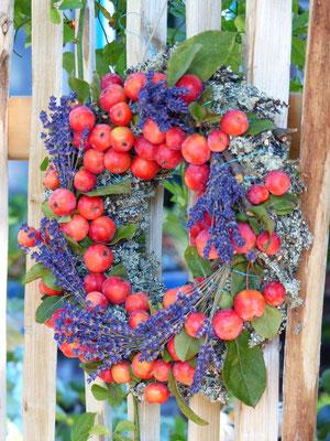 Apfelkranz mit Lavendelblüten