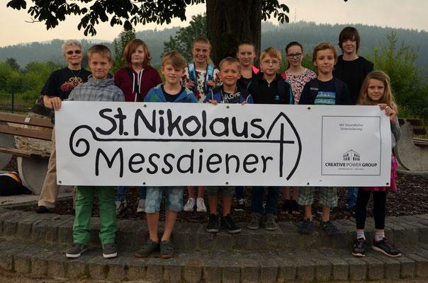 Unsere St. Nikolaus Messdiener vor der Abfahrt nach Fort Fun in Wennemen (Bild: Björn)
