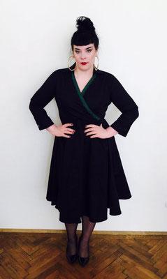 Kleid im Vintage Style schwarz mit grüner Borte
