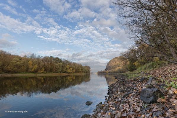 Der Rhein mit Burg bei Hammerstein