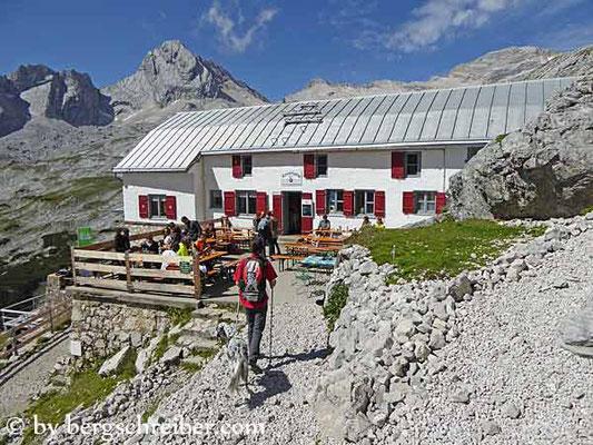 Knorrhütte (2.057 m); Quelle: bergschreiber.com (15.03.2017)