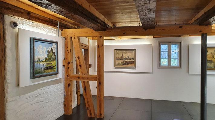 Vorn links im gr. Ausstellungsraum