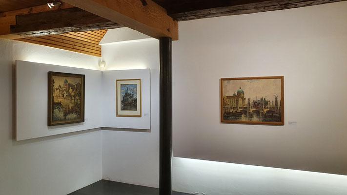 Blick links in den gr. Ausstellungsraum
