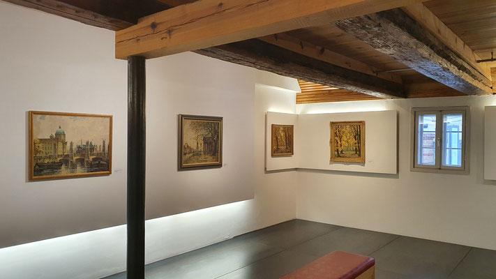Blick rechts in den gr. Ausstellungsraum