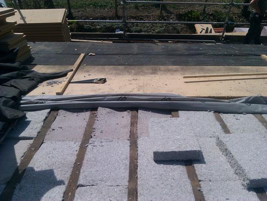 Ouate de cellulose entre chevrons - frein vapeur ''intelligent'' - fibre de bois haute densité