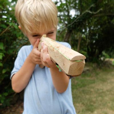Elastoflingue en chêne flotté - pour tout dégommer !