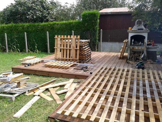 Après la pose de la terrasse, organisation des palettes