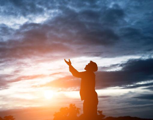 Prions notre Créateur, c'est Lui qui nous connaît le mieux. Il sait précisément ce que nous ressentons au plus profond de nous-mêmes. La Bible dit qu'il entend ceux qui souffrent.
