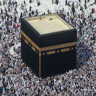 La Kaaba à la Mecque. Plutôt que de s'attacher à des lieux, à des reliques, à des objets, à des personnes, attachons-nous aux paroles de Jésus contenues dans les Evangiles et dans le livre de l'Apocalypse et préparons-nous à son intervention prochaine!