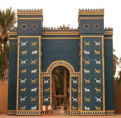 Babylone est associée à l'idolâtrie, au faux culte, à l'astrologie et à la divination. Cette ville majestueuse était profondément religieuse et superstitieuse. C'est à partir de Babylone que les fausses croyances se sont propagées sur la terre.