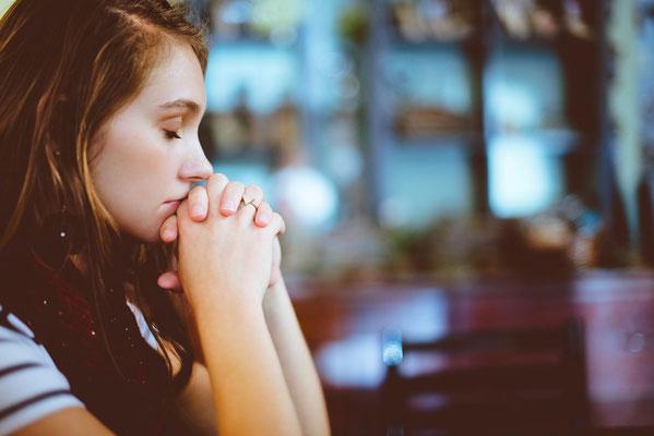 Adressons à Dieu des prières sincères et demandons lui de nous donner plus de foi. Éphésiens 6 :23 : « Que Dieu le Père et le Seigneur Jésus-Christ accordent à tous les frères la paix et l'amour, avec la foi. »