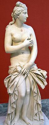 Son astre est la planète Vénus. Elle est l'amante de Tammuz identifié à Baal et à Seth. Initialement vénérée à Uruk, ou des prostituées lui sont dédiées, mais également à Assur, elle est l'une des plus importantes divinités du panthéon akkadien.