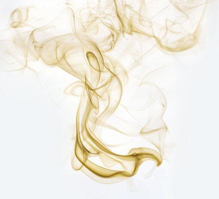 Apocalypse 8:4: « La fumée des parfums monta de la main de l'ange devant Dieu avec les prières des saints. »