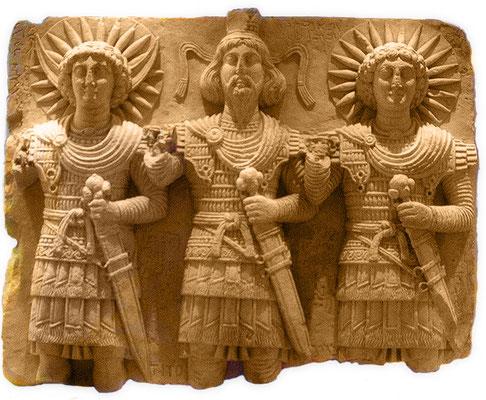 Triade palmyréenne (Malakbêl, Baalshamên et Aglibôl). Les triades ont été retrouvées dans toutes les civilisations et tous les endroits du monde. La Trinité dérive des triades.