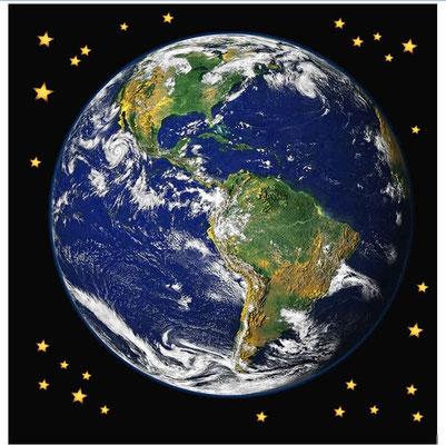 Dans le livre de Job, est relatée la création de la terre et la joie des anges appelés « étoiles du matin » qui étaient témoins des œuvres créatrices extraordinaires de Dieu et de Jésus. « les étoiles du matin éclataient ensemble en cris de joie.
