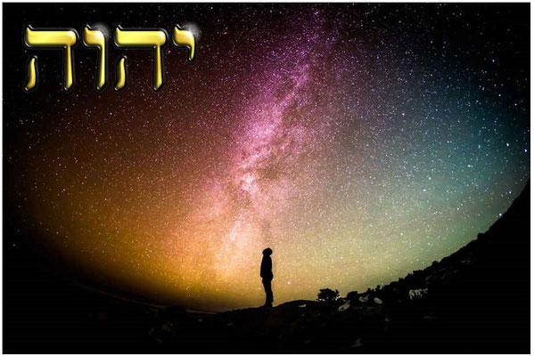 Levez les yeux vers le ciel et regardez! Qui a créé cela? C'est celui qui fait sortir les corps célestes en bon ordre. Il les appelle tous par leur nom. Son pouvoir est si grand, sa force si puissante que pas un seul ne manque. Glorifions Jéhovah Dieu !
