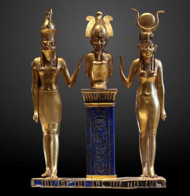 D'autres triades sont composées de familles (comme la célèbre triade égyptienne Isis, Osiris et Horus). Enfin, d'autres encore font référence aux trois grandes fonctions de la société : le sacré, le pouvoir/la puissance militaire, la fécondité/fertilité.