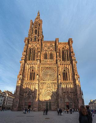 Au Moyen-âge des milliers d'églises, de monastères, de cathédrales et de couvents ont été construits en France. La vie des gens était rythmée au son des cloches de l'église. Que dit la Bible sur l'église?