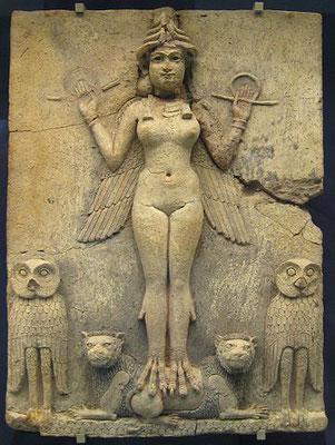 Ishtar ou Astarté est la déesse aux 1000 noms et la plus célèbre des déesses mésopotamiennes. C'est la déesse de la guerre, de la fécondité, du ciel et de l'amour physique. Fille de Sîn, le dieu lune. Son astre est Vénus.