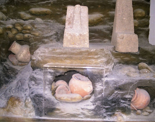 Le terme « Tophet » a été donné à un site phénicien dédié au culte de Baal et de Tanit à Carthage, en Tunisie, où ont été découvertes de nombreuses urnes contenant des cendres et des restes d'ossements d'enfants et la stèle d'un prêtre portant un enfant.