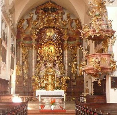 Au lieu d'aller vers la simplicité du Christ, la contre-réforme catholique, en réaction à la montée du protestantisme, fait construire des églises encore plus grandioses avec de riches décorations dans le but d'impressionner les foules.