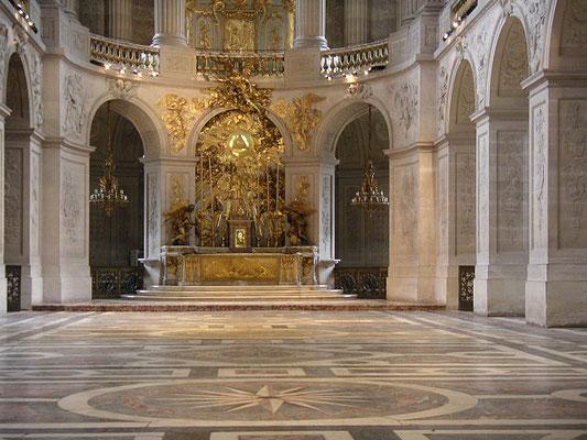 Tétragramme dans la chapelle du château de Versailles
