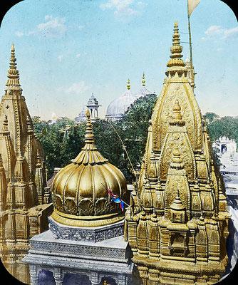 Le temple de Vishvanâtha de Bénarès est considéré comme un lieu sacré et un lieu de pélerinage. Plutôt que de s'attacher à des lieux, à des reliques, à des objets, à des personnes, attachons-nous aux paroles de Jésus et préparons-nous pour son retour!