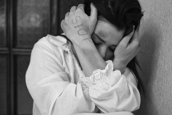 Chaque année des dizaines de milliers de femmes et d'enfants sont victimes de viols en France, les chiffres avancés sont généralement bien en deçà de la réalité car peu d'agressions aboutissent réellement à des plaintes.