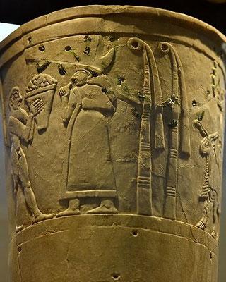 Inanna est l'épouse de Dumuzi (équivalent sumérien du dieu Tammuz). En Egypte, Anat est la sœur et l'épouse de Baal assimilé à Seth. Chez les Cananéens, Ashtoreth est la femme du dieu Baal.