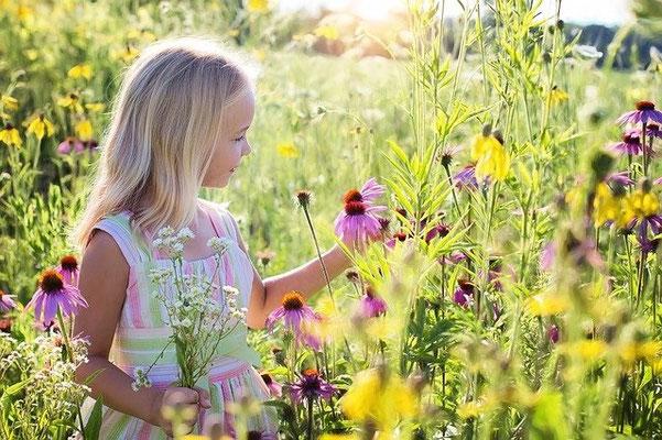 Le bonheur est souvent simple. Les moments de convivialité sont vécus avec simplicité et authenticité, en harmonie avec la nature et les autres, en vivant pleinement les sensations et les émotions de l'instant présent.