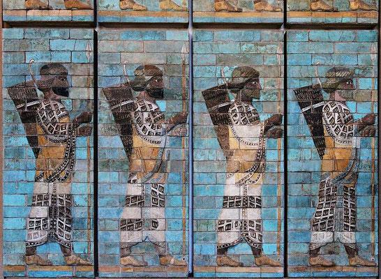 70 ans de suprématie babylonienne ont été prophétisés par le prophète Jérémie. Cette prophétie s'est réalisée car l'Empire babylonien a été une puissance dominante de 609 av J-C à 539 av J-C. En 539 av J-C Babylone est prise par les Perses.