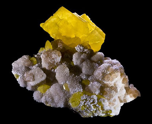 Le soufre est reconnaissable entre tous les éléments pour sa couleur jaune vif. Le feu et le soufre sont souvent associés pour décrire la destruction des ennemis de Dieu.