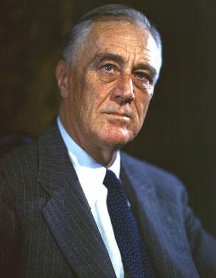 La Charte de l'Atlantique signée par le premier ministre britannique Winston Churchill et le président américain Franklin Roosevelt sert de base à la Charte des Nations unies, signée le 26 juin 1945 à San Francisco par les 51 États fondateurs de l'ONU.