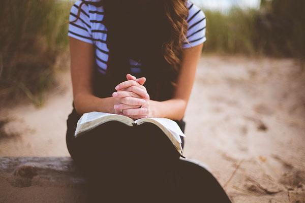 Demandons à Dieu de l'aide afin de progresser dans la compréhension des Saintes Écritures et d'affermir notre foi en ses promesses. Demandons lui le courage de persévérer malgré les difficultés, parfois dans l'opposition ou les moqueries.