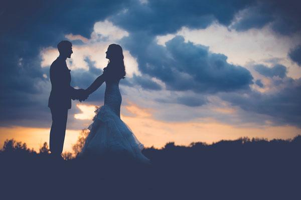 L'intronisation du Royaume céleste de Dieu est comparée à un mariage : le mariage de l'agneau, Jésus-Christ avec son épouse composée de 144'000 oints.
