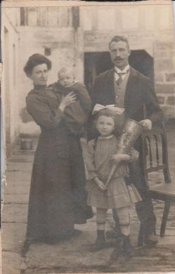 Joachim als Baby mit Eltern und seiner Schwester