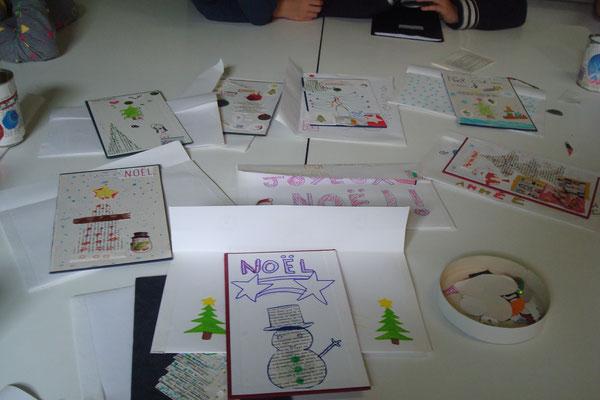 cartes de vœux réalisées sur couverture de vieux livres et leur enveloppe