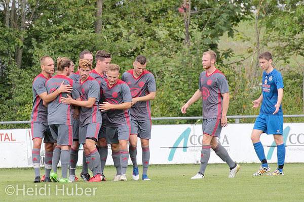 Ihren 5:1-Erfolg werden die Kalchreuther nun wohl ausgiebig auf ihrer Kirchweih feiern. | Foto: Heidi Huber
