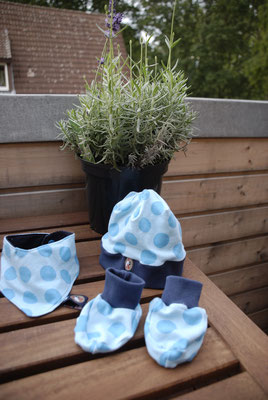 Set (Mütze, Halstuch und Schwächen) für 0-6 monatige Babys