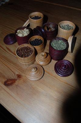 poirier & amarante contenant des épices