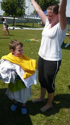 Vollbepackt nach dem T-Shirt-Wettanziehen