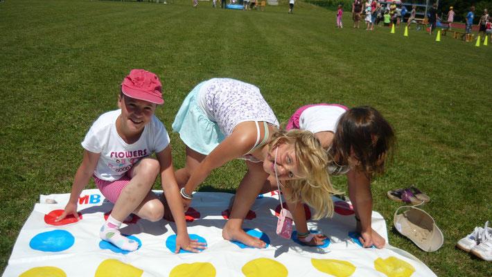 Teilnehmer beim Twister