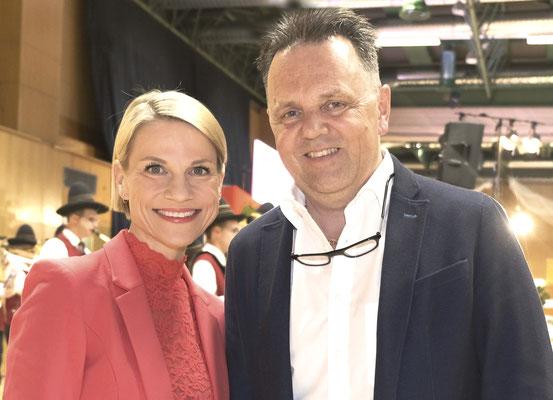 Schauspielerin und Moderatorin Kristina Sprenger, SWV-Geschäftsführer Ernst Lenz