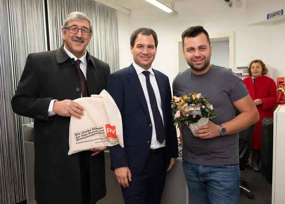"""Besuch bei """"Handypoint"""": Sandro Naghi mit LH-Stv. Michael Schickhofer und SWV-Vizepräsident Fardin Tabrizi. Foto: Michael Schnabl"""